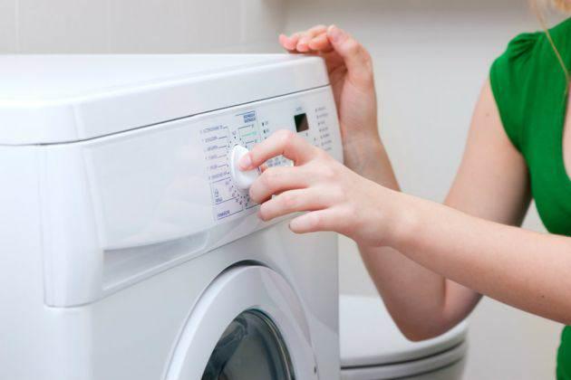 10 Errores que no debes cometer al momeno de lavar ropa