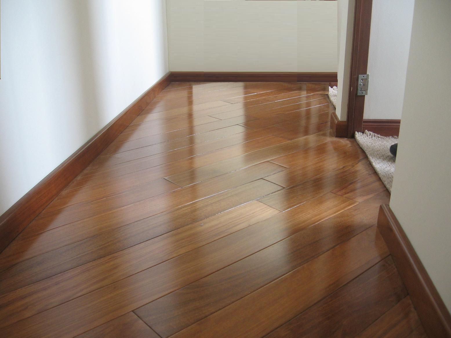 C mo limpiar el piso de madera de mi nuevo departamento for Pisos ceramicos de madera