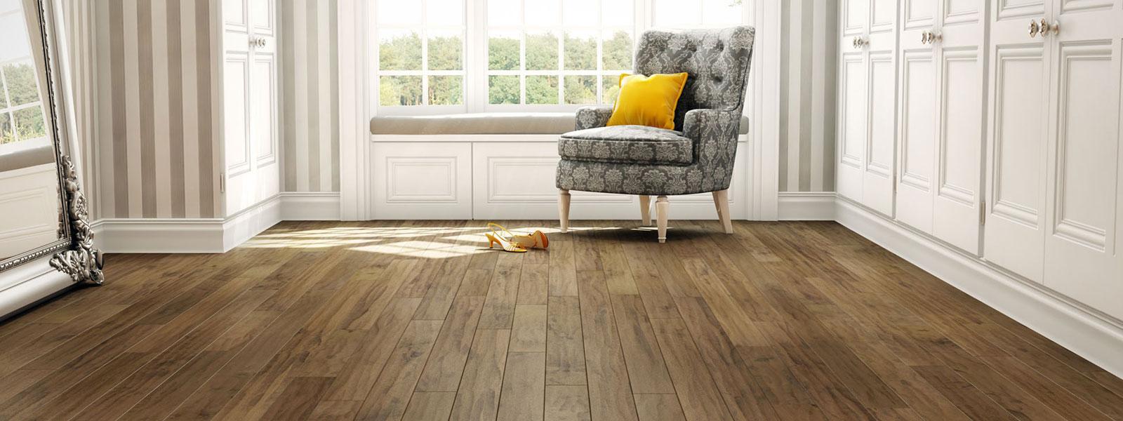 C mo limpiar el piso de madera de mi nuevo departamento for Como dejar el parquet como nuevo