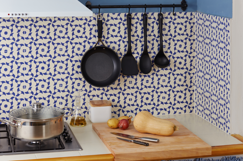 C mo remodelar la cocina de forma econ mica ciudaris - Protector antisalpicaduras cocina ...